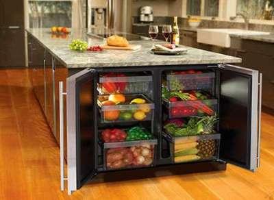 встроенный холодильник под столом островом
