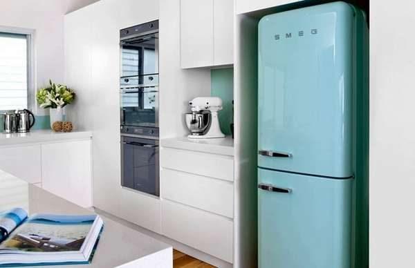 голубой холодильник смег на маленькой кухне