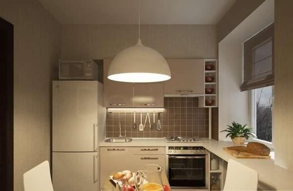 холодильник в углу на маленькой кухне