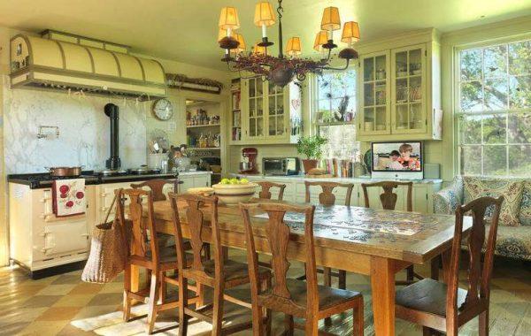 кухня в итальянском стиле фисташкового цвета