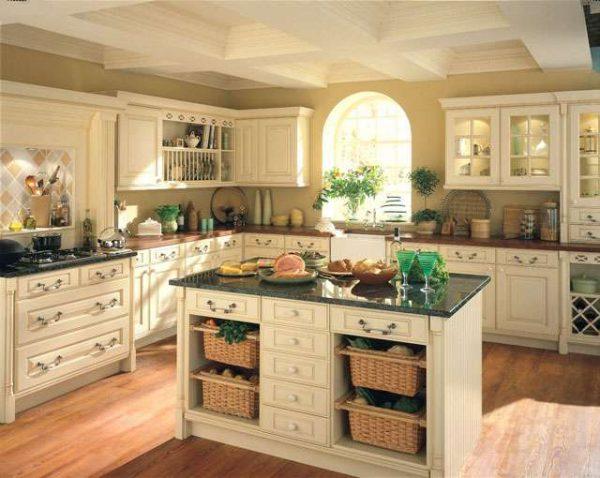 плетённые корзинки на кухне в итальянском стиле