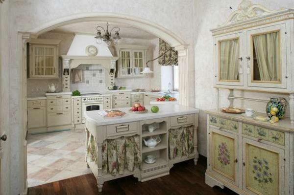 фисташковый и белый на кухне в итальянском стиле