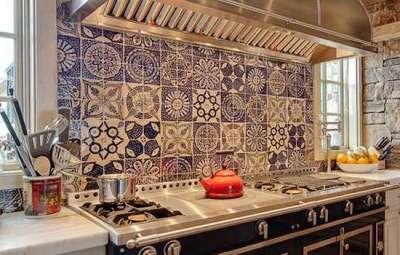 кафель со стильным орнаментом на кухне