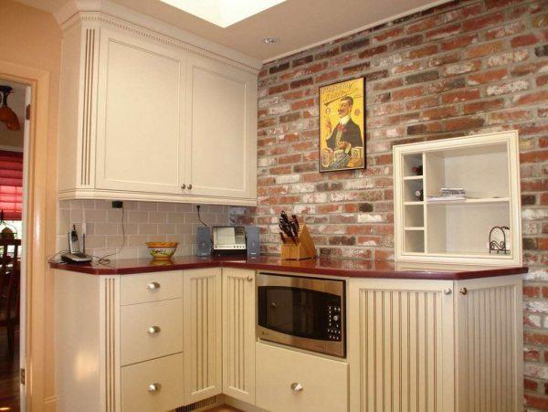 плитка под кирпич на стене кухни