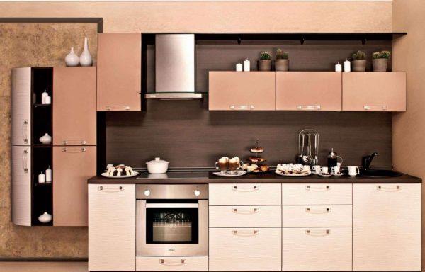 кухня цвета кофе с молоком с глянцевыми фасадами