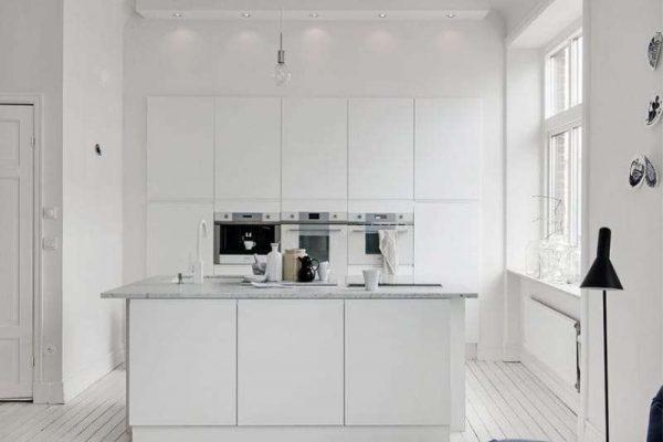 кухня с островом без верхних шкафов