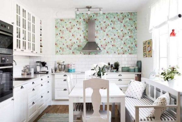 кухня без верхних шкафов по одной стороне