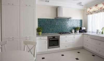 белая кухня без верхних шкафов