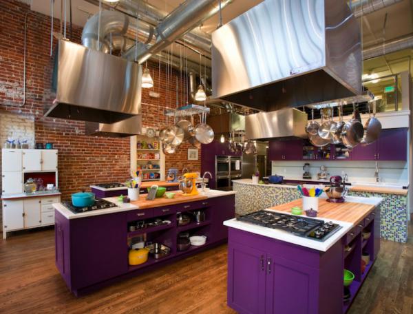 фиолетовый кухонный гарнитур лофт