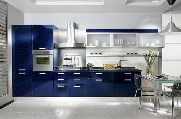 синий линейный кухонный гарнитур