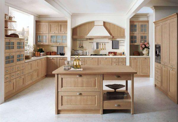 просторная кухня состровом