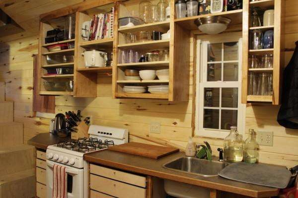кухня из дерева с открытыми полками своими руками