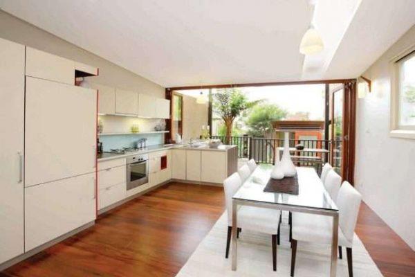 неочтеклённый балкон совмещённый с кухней