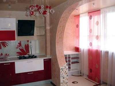арка на балконе, совмещённом с кухней