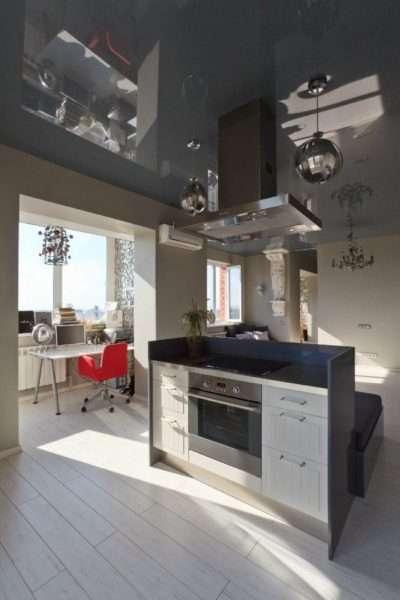 рабочий стол на балконе совмещённом с кухней