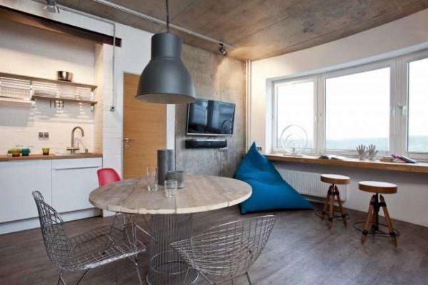 подоконник в качестве стола на балконе совмещённом с кухней