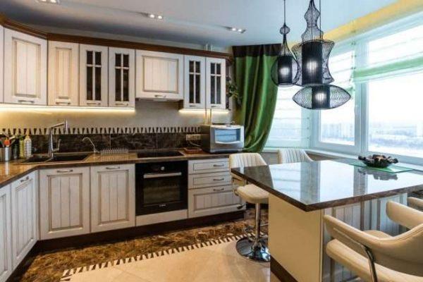 стол на балконе совмещённом с кухней
