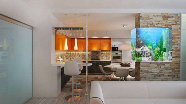 перегородка с аквариумом на совмещённой кухне с залом