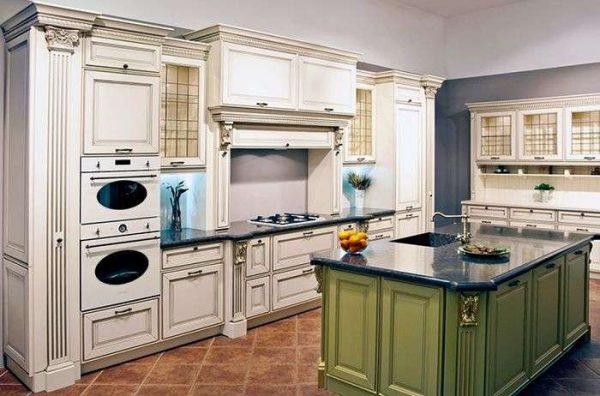 островная рабочая зона на кухне в английском стиле