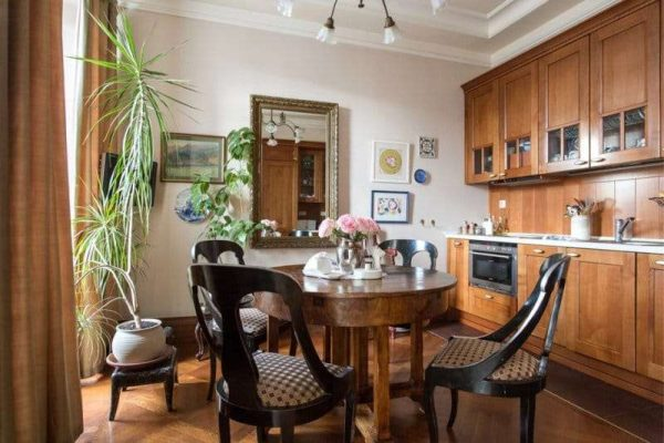 деревянная мебель на кухне в английском стиле