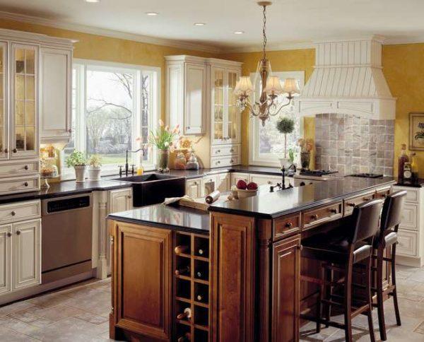 островной стол на кухне в английском стиле