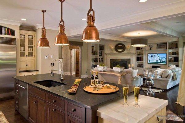 остров на кухне совмещённой с гостиной в частном доме