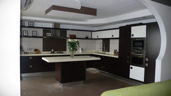 стиль хай тек на кухне гостиной в частном доме
