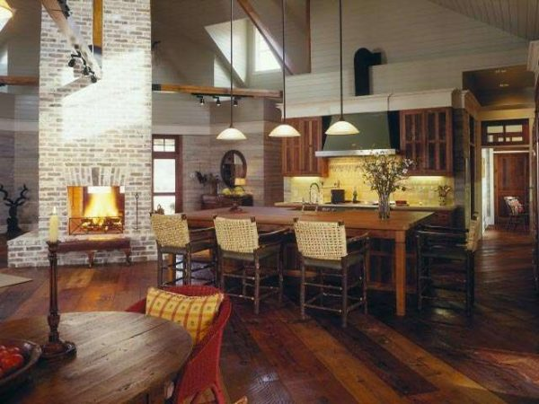 стиль кантри на кухне совмещённой с гостиной в частном доме