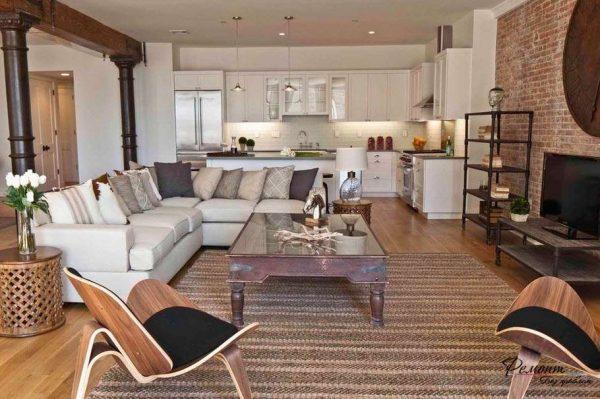 просторная кухня совмещённая с гостиной