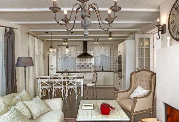 классический стиль на кухне совмещённой с гостиной в частном доме