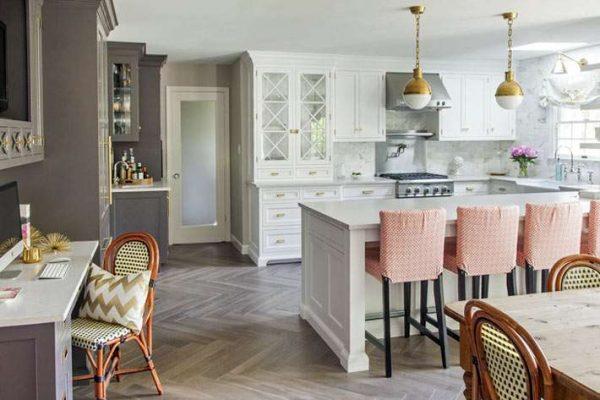 кухня совмещённая с гостиной в частном доме в стиле прованс