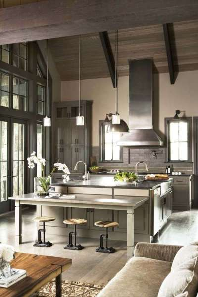 мощная вытяжка на кухне совмещённая с гостиной в частном доме