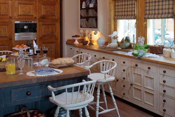 кухня кантри совмещённая с гостиной в частном доме