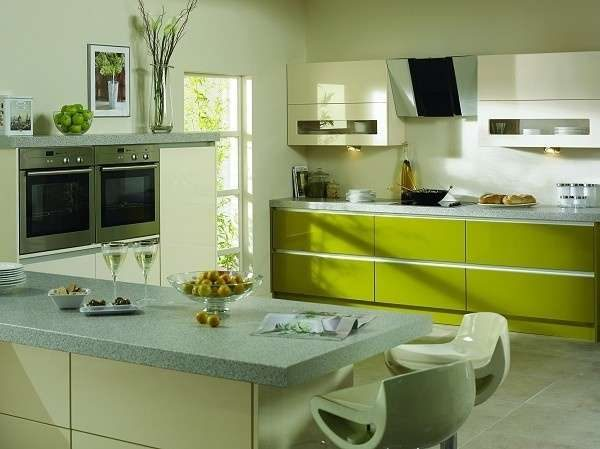 кухня оливкового цвета двух оттенков
