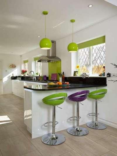 салатовые светильники и барные стулья