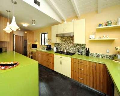 салатовая столешница на кухне и остров