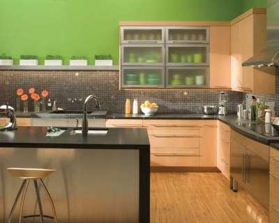 стена салатового цвета в интерьере кухни