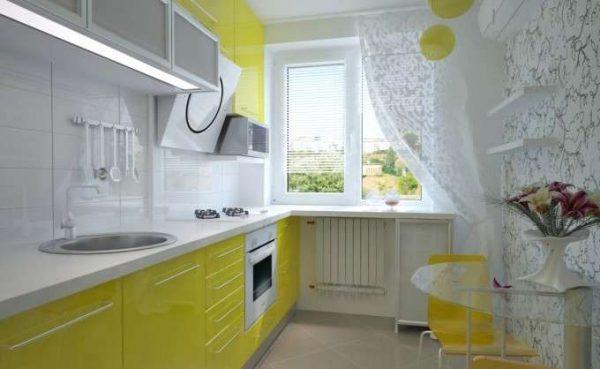 салатовые шкафы на белой кухне