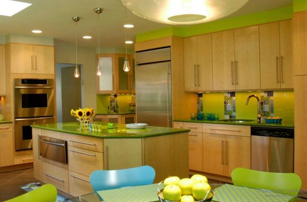 интерьер кухни в салатовом цвете