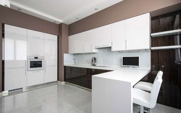белый интерьер кухни в стиле минимализм