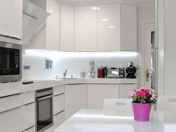 диодная лента на кухне в стиле минимализм