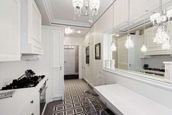потолок с молдингами для кухни в стиле неоклассика