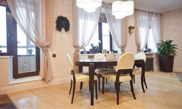 шторы и жалюзи на кухне в стиле неоклассика