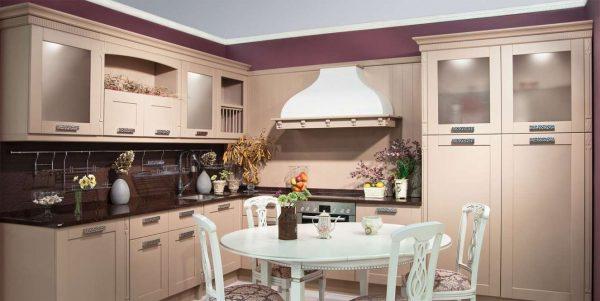 персиковая кухня в стиле неоклассика