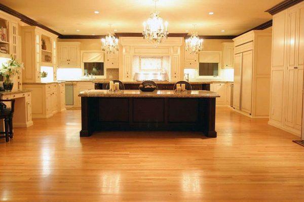 хрустальные люстры на кухне в стиле неоклассика