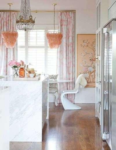 шторы и картина в японском стиле на кухне
