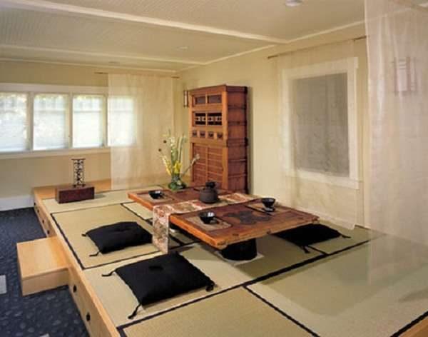 японский столик на кухне в японском стиле