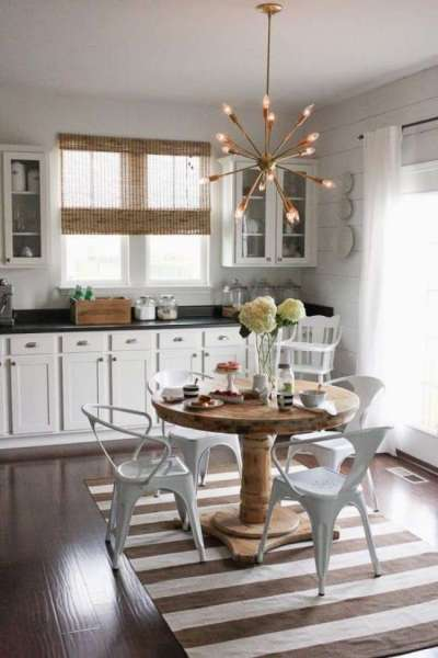 люстра над обеденной зоной кухни