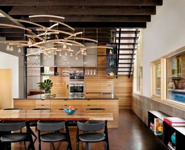 люстра из дерева для кухни