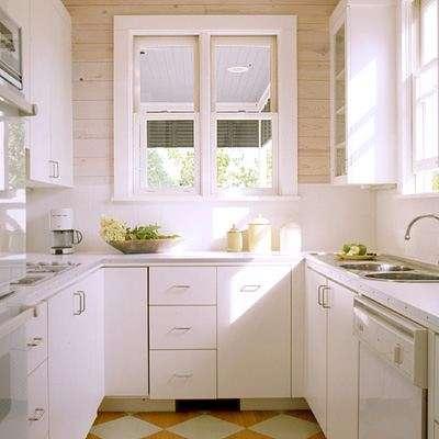 розовая П-образная маленькая кухня